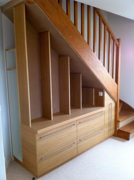 amenagement dessous escalier finest meubles sous escalier sur mesure et ides russi with. Black Bedroom Furniture Sets. Home Design Ideas